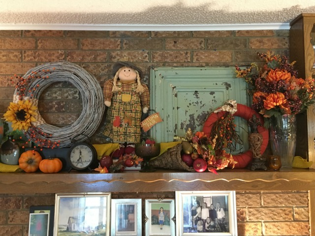 Fall Mantel 2016 | AmyLovesIt.com